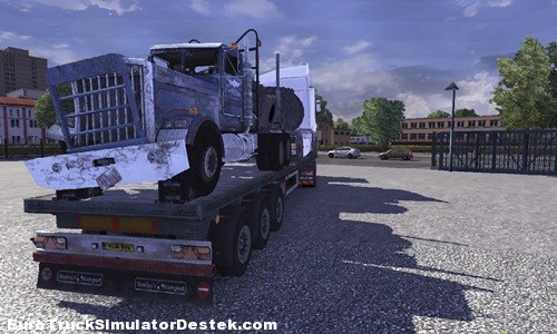 Crashed trucks trailer 2