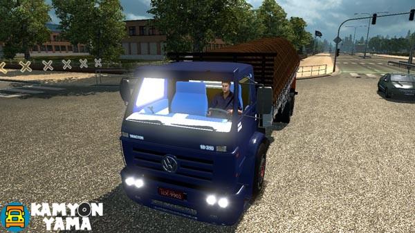 volkswagen-kamyon-yama